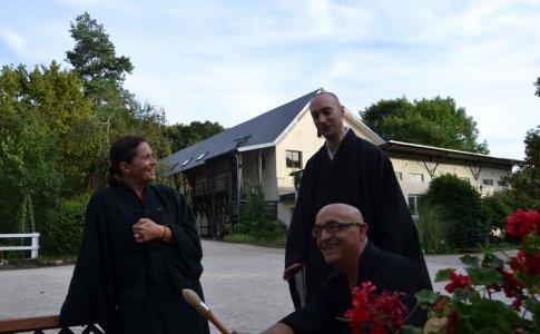 Retraites d'été au temple zen La Gendronnière ( France )